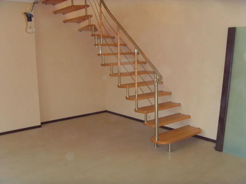 Легкая деревянная лестница
